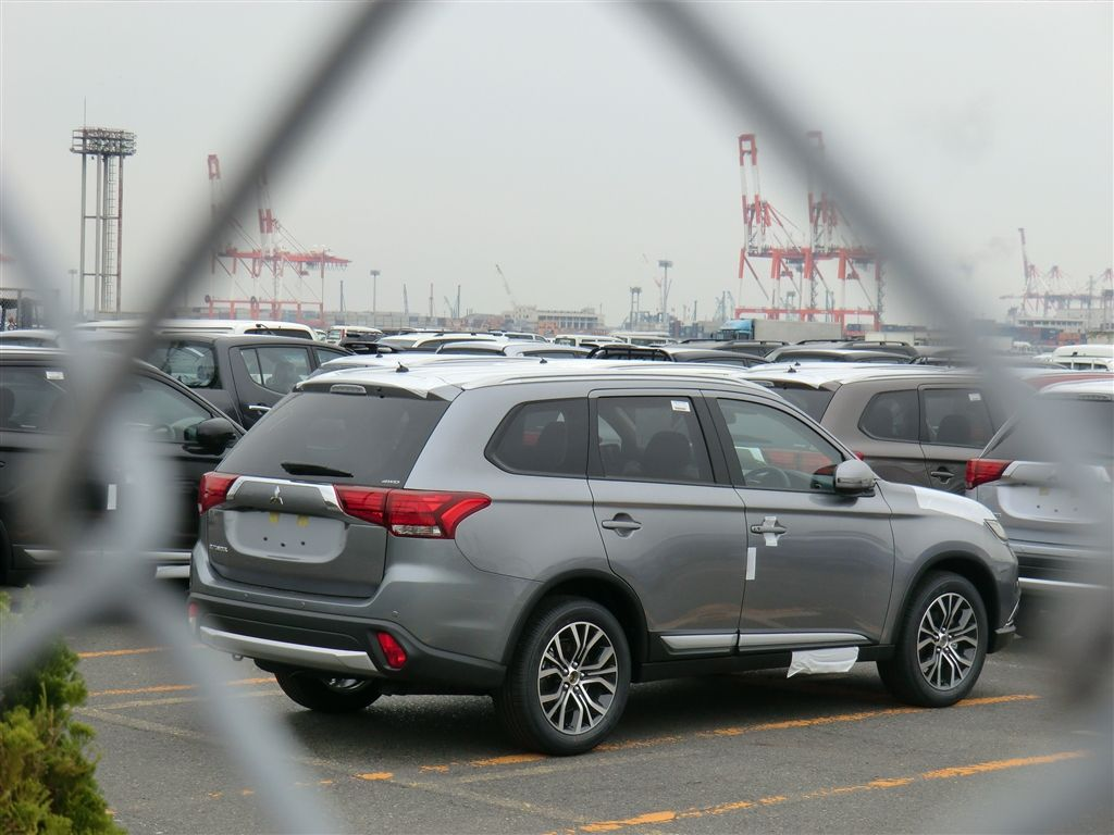 2016 Mitsubishi Outlander Leaked » AutoGuide.com News
