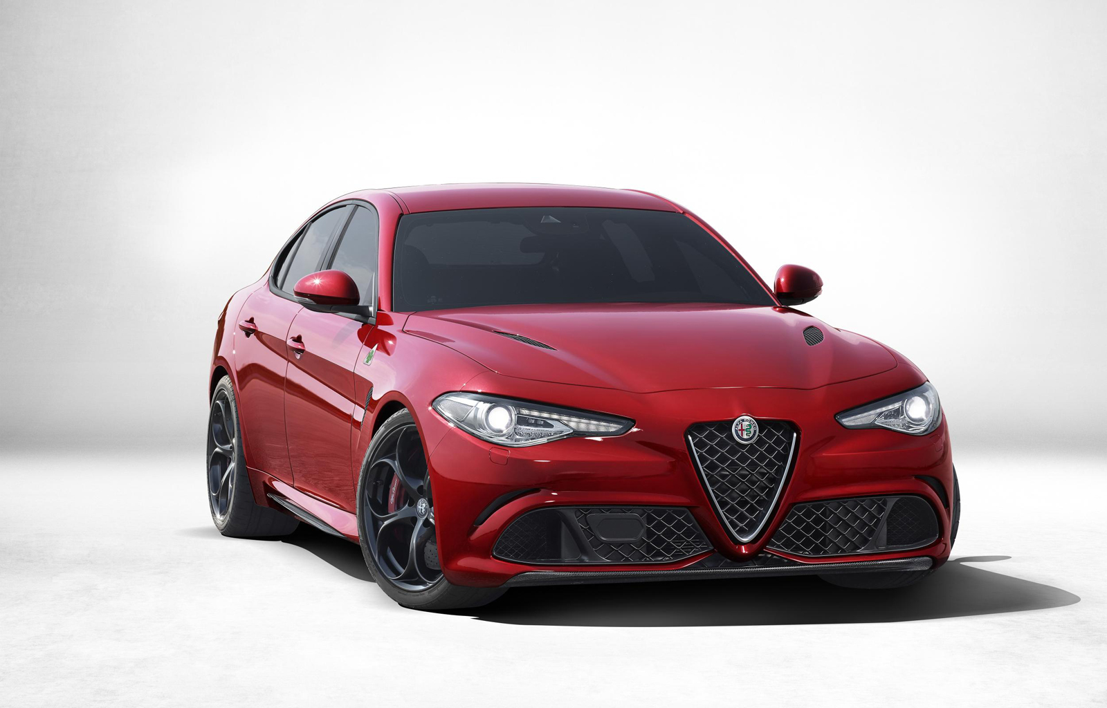 2017 alfa romeo giulia debuts with ferrari power. Black Bedroom Furniture Sets. Home Design Ideas