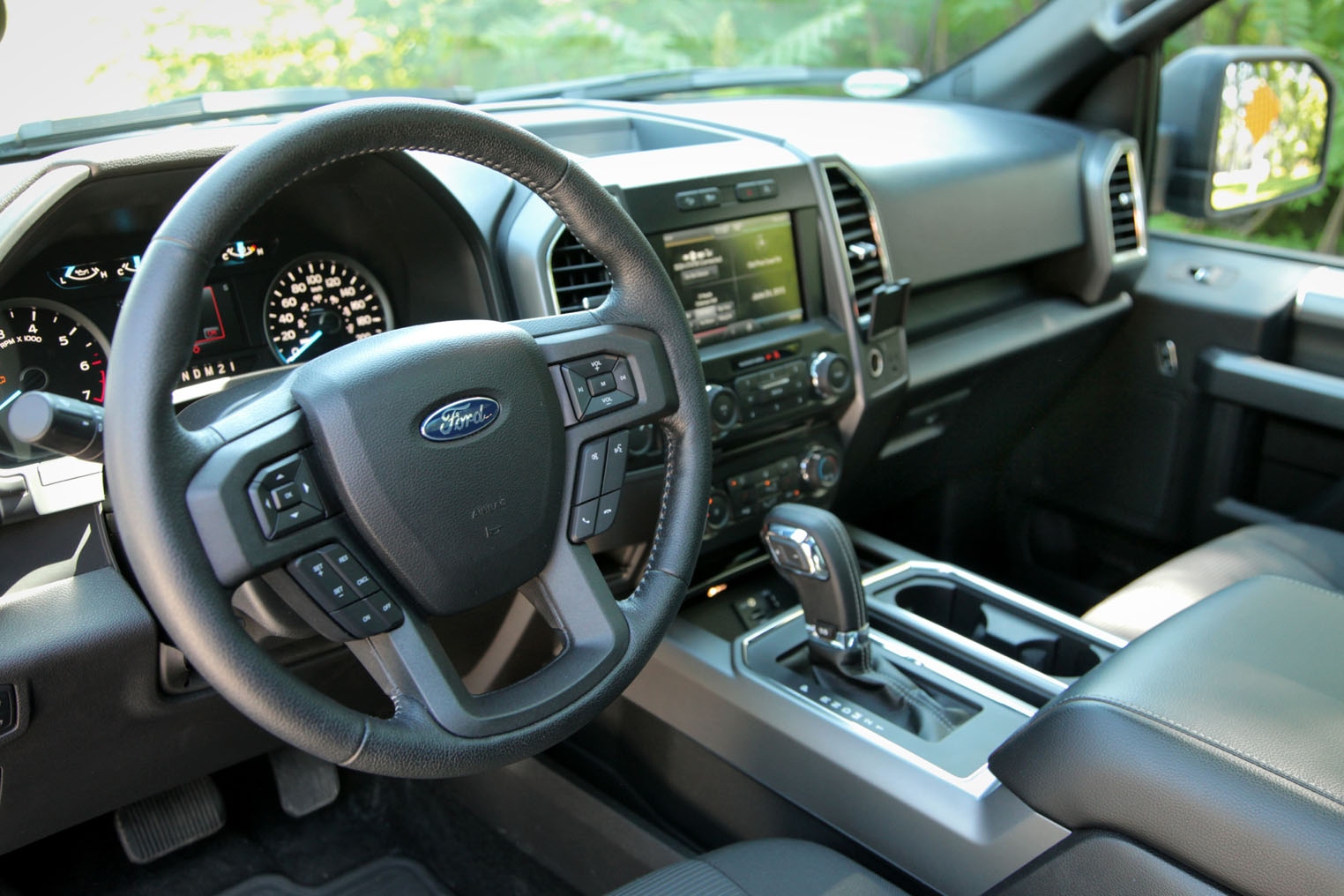 2015 Ford F-150 2.7L EcoBoost vs Ram 1500 EcoDiesel - AutoGuide.com